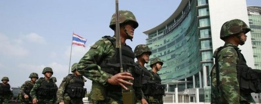 Тайландын бүх эрх мэдлийг цэргийн арми гартаа авч, экс ерөнхий сайд Ийнглак Чинаватра саатуулагдав