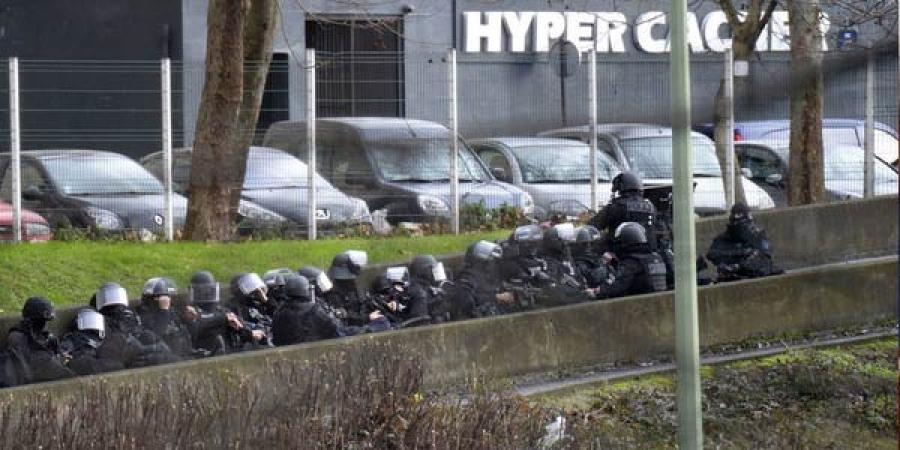 Францад алан хядагчдын хамсаатнуудыг хайж байна