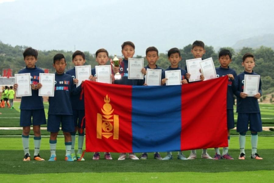 Өсвөрийн хөлбөмбөгчид хүрэл медаль хүртлээ