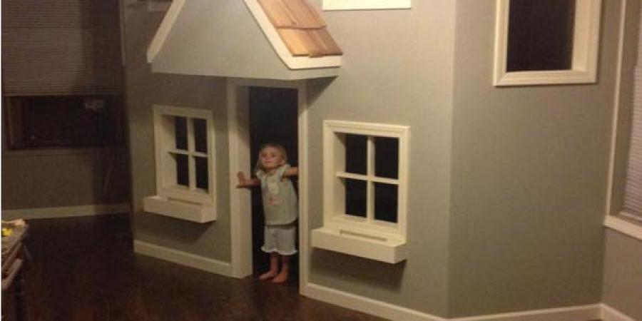Хүүхдүүддээ зориулж мөрөөдлийнх нь байшинг барьж өгчээ