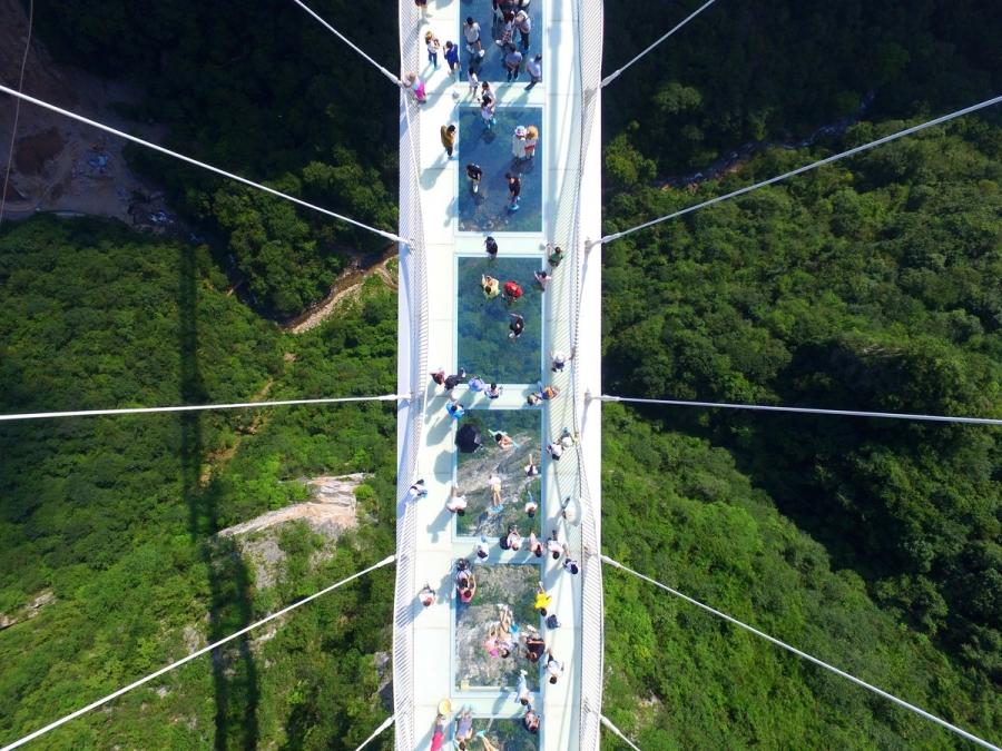 ФОТО: Дэлхийн хамгийн урт шилэн гүүр нээлтээ хийлээ
