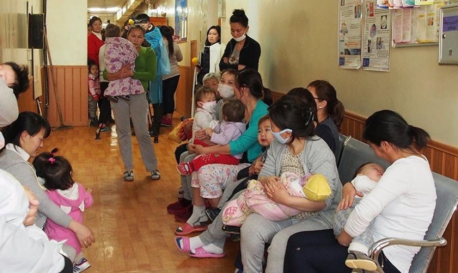 Ц.Лхагважав: Ихэвчлэн, дархлаа сул, суурь өвчтэй хүүхдүүдийн ханиад хүндэрч байна