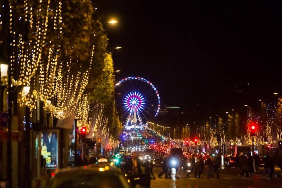 ФОТО: Парис хот зул сарын гэрлэн чимэглэлээ асаалаа
