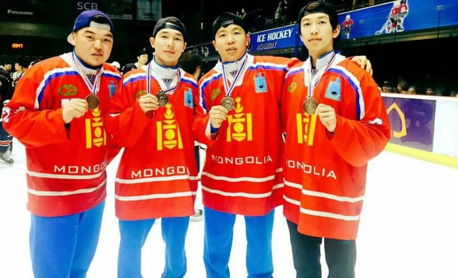 Манай хоккейчид мөнгөн медаль хүртлээ