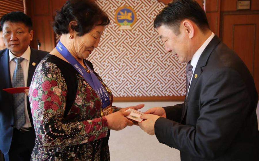 Ахмад тамирчин Т.Цэрэндолгор ДАШТ-ээс гурван медаль хүртлээ
