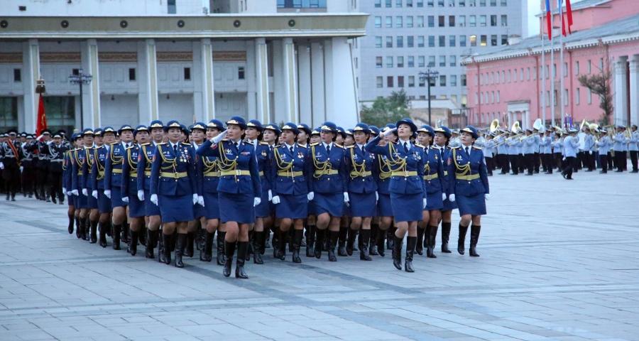 ФОТО: Чингисийн талбайд Шөнийн парад боллоо
