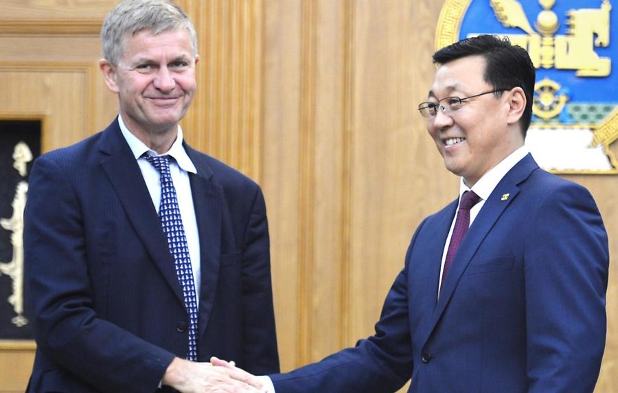 НҮБ-ын Байгаль орчны хөтөлбөрийн гүйцэтгэх захиралтай уулзав