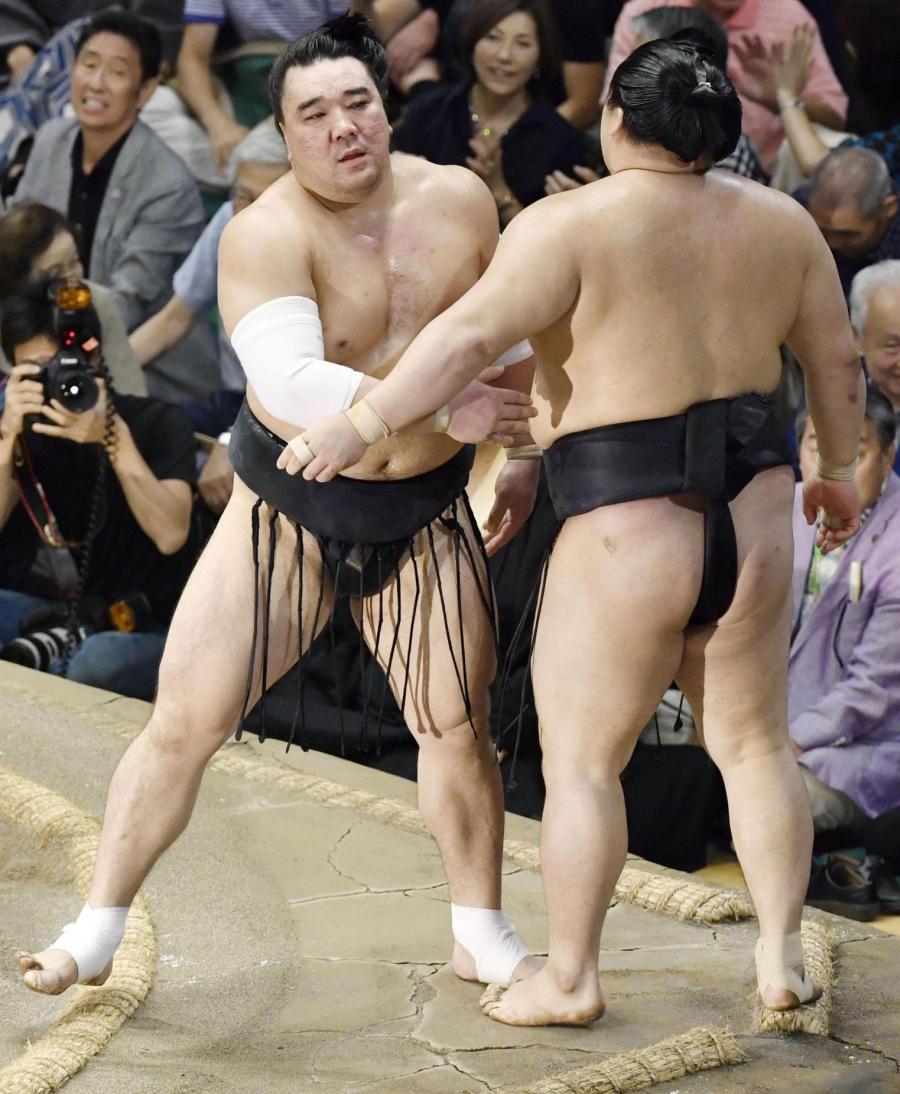 Ёкозуна Харумафүжи ес дэх удаагаа түрүүллээ