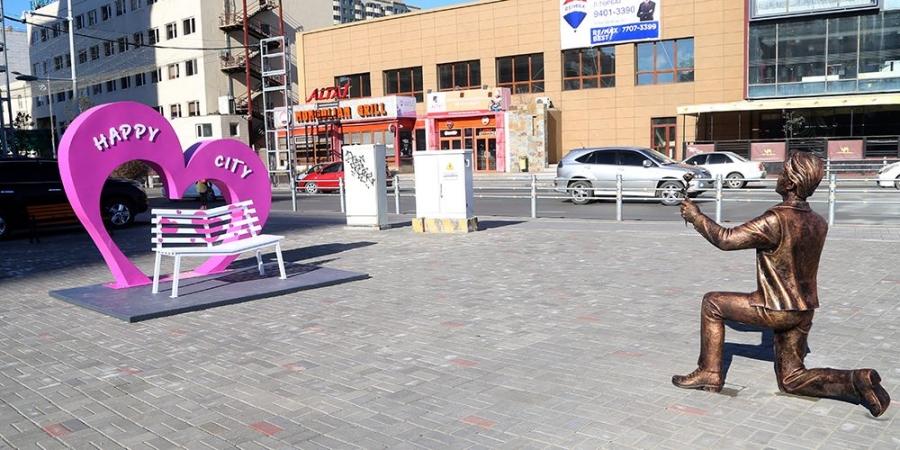 """""""Аз жаргалтай Улаанбаатар хот"""" хөшөөг байршууллаа"""