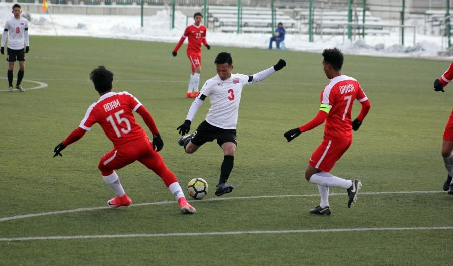 Хөлбөмбөгчид Сингапурын багийг хожлоо