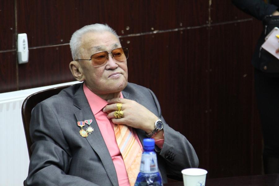 Ш.Сүрэнжав: Монгол хэлийг сэргээх сэтгэл дутвал зүтгэл гарахгүй