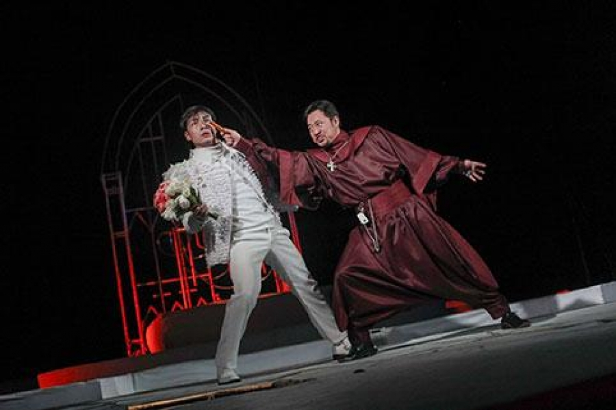 """""""Ромео Жульетта"""" сонгодог жүжгийг тоглоно"""