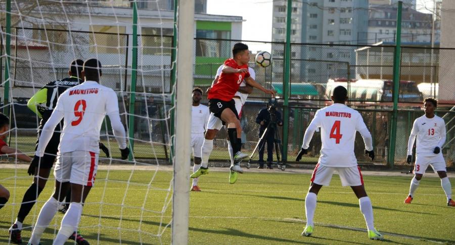Манай хөлбөмбөгчид Маврикийн багт хожигдлоо