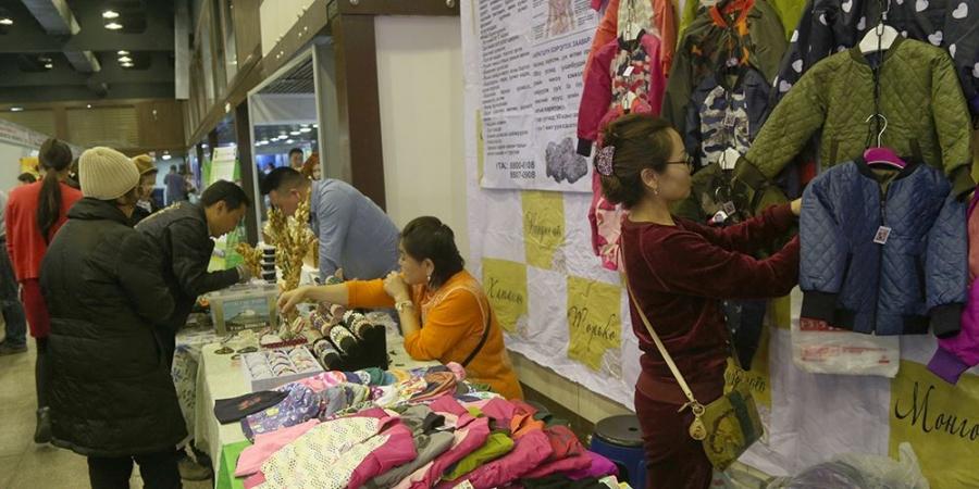 """ФОТО: """"Улаанбаатарт үйлдвэрлэв"""" үзэсгэлэн худалдаа болж байна"""