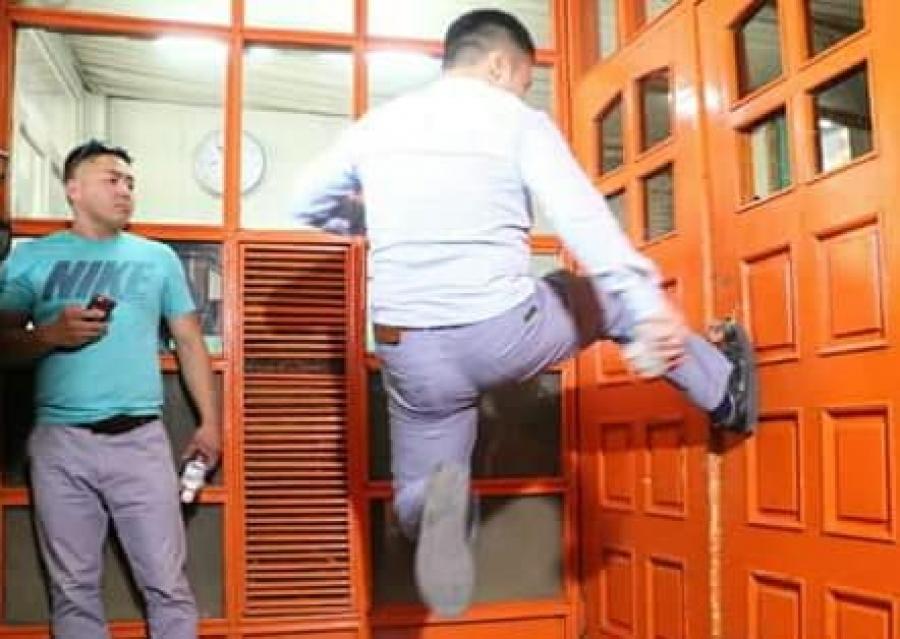 Бөхийн өргөөний хаалгыг тийрч, эвдэлж сүйтгэсэн залууд эрүүгийн хэрэг үүсгэв