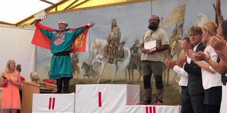 Э.Эрдэнэ морьт харвааны ДАШТ-ээс мөнгөн медаль хүртлээ