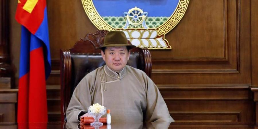"""""""Дэлхийд ганцхан монгол наадамдаа дэлгэр сайхан наадаарай"""""""