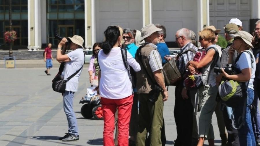 Жуулчдад халтай Монгол