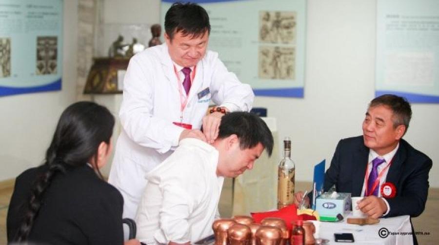 Өвөр Монгол эмч нар үнэ төлбөргүй үзлэг хийж байна