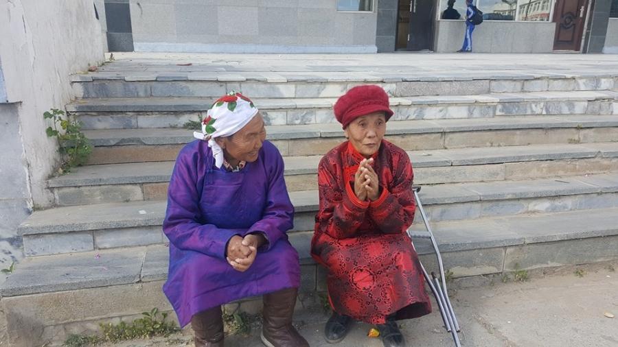 Өндөр настай ээжүүд газар шорооныхоо төлөө тэмцэв