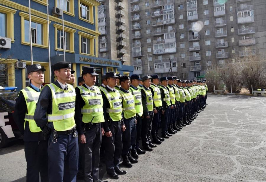 Замын цагдаагийн алба хаагчид уртасгасан цагаар үүрэг гүйцэтгэж байна