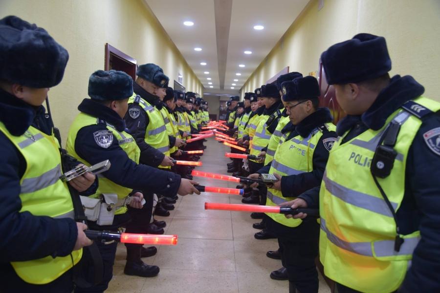 Амралтын өдрүүдэд 320 гаруй алба хаагч дугаарын хязгаарлалтад хяналт тавьжээ