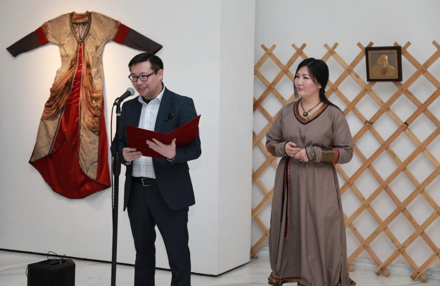 Монгол үндэсний дээл урлалын үзэсгэлэн ХААН Галерейд нээгдлээ