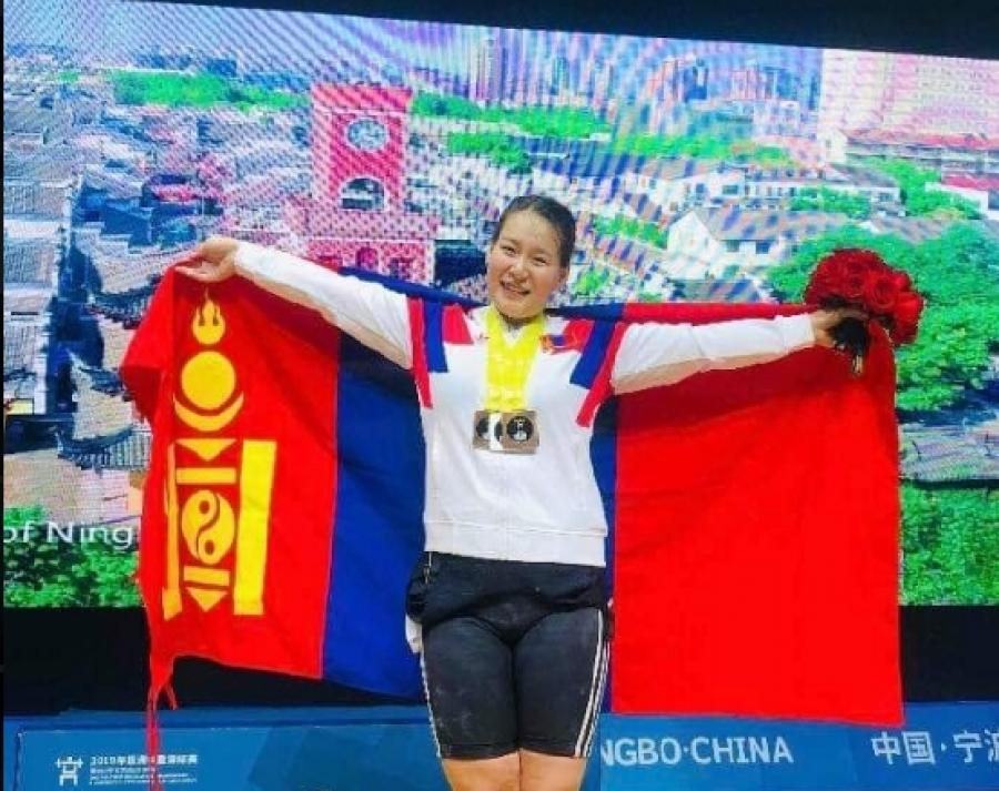 Азийн АШТ-ээс М.Анхцэцэг мөнгөн медаль хүртлээ