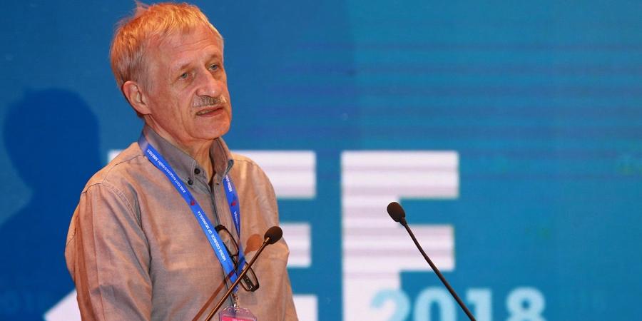 Манфред Протце: Германы сэтгүүлчид өндөр цалинтай учраас ашгийн төлөөх ажил хийдэггүй