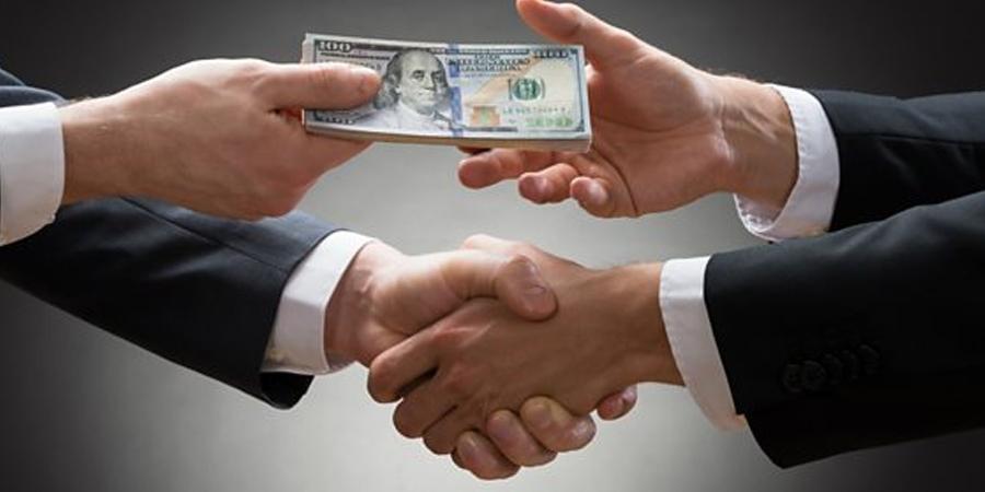 10 сая долларын авлигад холбогдсон сайд хэн бэ?