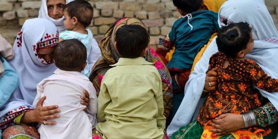 """Пакистанд хүүхдүүд """"ДОХ""""-оор өвчилж байна"""