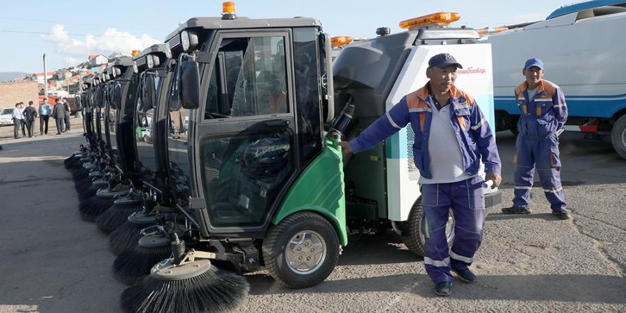 Цэвэрлэгээ угаалгын зориулалтын төхөөрөмжөөр хотын гудамж талбайг цэвэрлэнэ