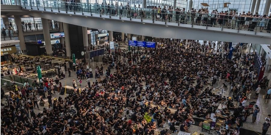 Хонгконгийн нисэх онгоцны буудал хэвийн ажиллаж эхэллээ