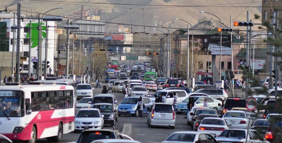 Нийслэлд 400-500 гаруй мянган автомашин хөдөлгөөнд оролцож байна