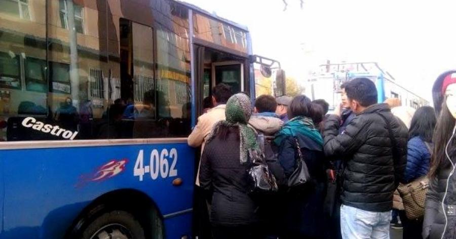 Автобус хүрэлцэхгүйгээс хүний амь эрсдэх нь