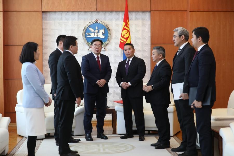 Монгол Улсын Үндсэн хуулийн нэмэлт, өөрчлөлтийг танилцуулж, уг эхийг баталгаажуулж өгөхийг хүслээ