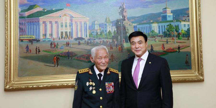 Хотын захирагч С.Амарсайхан Москва хотод суугаа Хурандаа генерал С.Лувсангомбод хүндэтгэл үзүүллээ