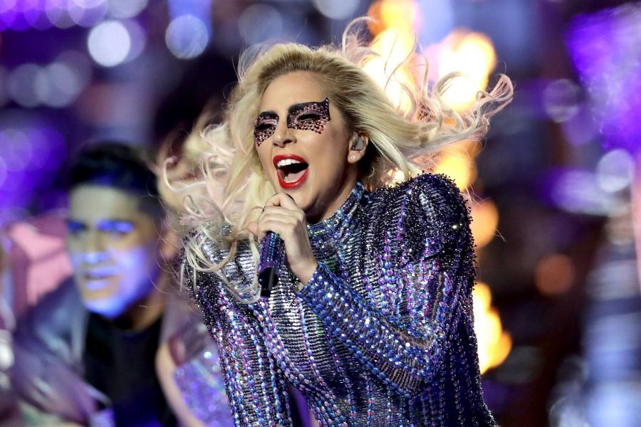 Леди Гага урлагийн одод оролцох тоглолтыг зохион байгуулна