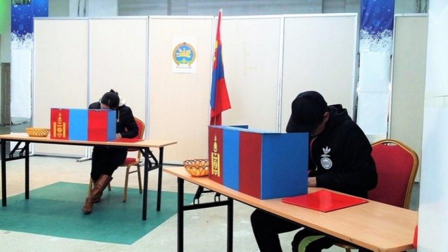 Сонгуулийн будилаан төрийн албан хаагчдын гараар хийгддэг