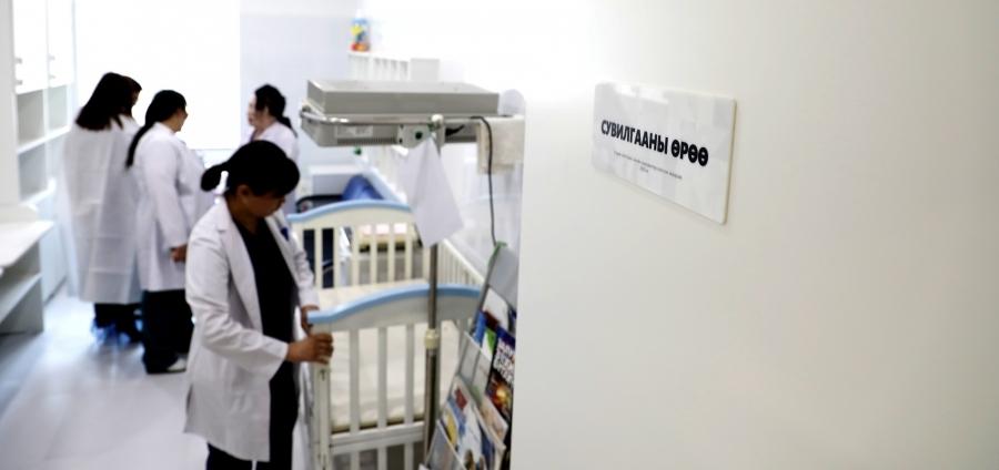 ХААН Банк Сан Нярайн тасгийн багачуудад гэрэл гэгээ бэлэглэлээ