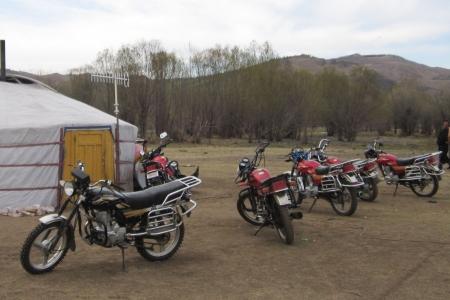 Манайд худалдаалагдаж буй мотоциклууд асфальтан зам дээр явах зориулалттай