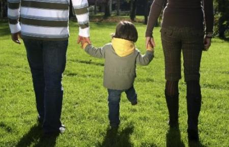 Талбай дээр гэр бүлүүдэд зориулагдсан өдөрлөгтэй