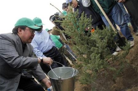 Ерөнхийлөгч Ц.Элбэгдорж Налайх дүүрэгт мод тарилаа