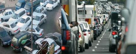 Хотын даргын сэтгэлийг гурван зуун мянган машин чилээж байна