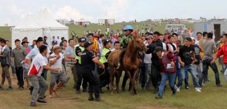 Морь руу дайрдаг монгол зомбинууд
