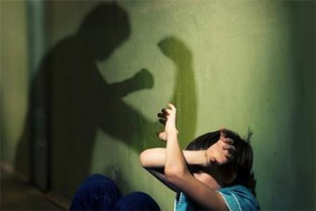 Гэр бүлийн хүчирхийлэлд өртсөн хүмүүст хэрхэн туслалцаа үзүүлэх талаар арга зүйн зөвлөмж өгчээ