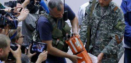 Сүйрсэн онгоцны хар хайрцагийг албаны хүмүүст шилжүүлэн өгчээ