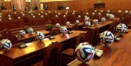 """Монголын хөлбөмбөгийн холбоо """"ФИФА""""-гаас өгсөн нэг сая доллараар юу хийх вэ?"""