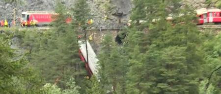 Швейцарьт галт тэрэг замаасаа гарсан осол боллоо