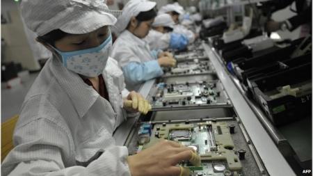 Apple компани Iphone болон Ipad-ны угсрахад ашиглагддаг 2 төрлийн хортой бүтээгдэхүүнийг үйлдвэрлэлд хэрэглэхийг хориглолоо